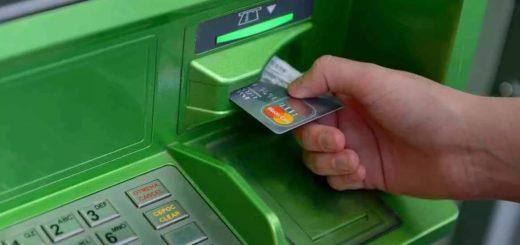 Вставить карту в банкомат Сбербанка